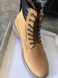 Work boot - new in box