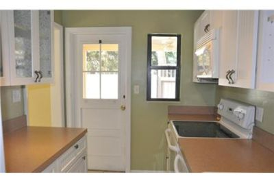 Charming beach cottage just steps to ocean. Parking Available!