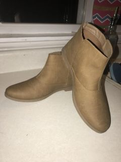 NWOT tan ankle boots