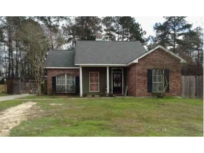 3 Bed 2 Bath Foreclosure Property in Denham Springs, LA 70706 - Cedar Ct