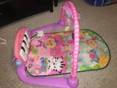 Baby girl piano play mat! Has batteries already in it.