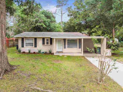 1118 NE 10th Avenue Ocala, .Don't let the age fool you!!