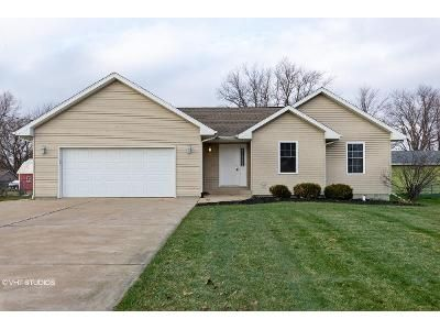 3 Bed 2 Bath Foreclosure Property in Monroe Center, IL 61052 - South St
