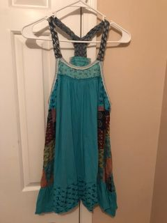 Free People Cute patch top, SIZE MEDIUM.