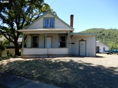 2 Bed 2 Bath Foreclosure Property in Roseburg, OR 97470 - SE Mill St