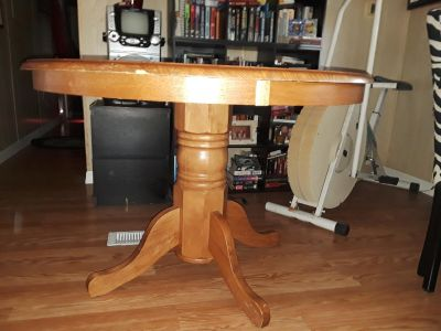 Beautiful wood dining room table; top has scratches so a fixer upper