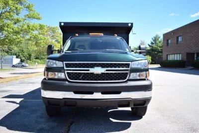 """2006 Chevrolet Silverado 3500 Reg Cab 137.0"""" WB, 60.4"""" CA 4W (Dark Green Metallic)"""
