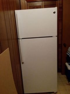 GE® ENERGY STAR® 17.5 Cu. Ft. Top-Freezer Refrigerator GTE18GTHWW