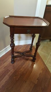 ANTIQUE MID-VICTORIAN OCTAGONAL END TABLE/SIDE LAMP TABLE