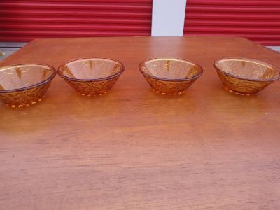 Vintage AMBER GOLD DEPRESSION GLASS Small Fruit, Cereal, or Candy Dish