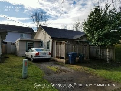West University 3 bedroom house with library and fenced yard at 15th & Mill - available August!