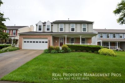 Beautifully Maintained 4 Bedroom 3.5 Bath Colonial For Rent In Potomac Crossing!