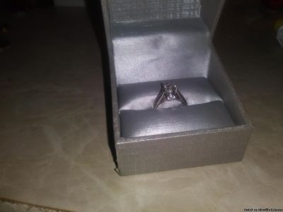 *** WOMANS ENGAGEMENT RING SIZE 4*****