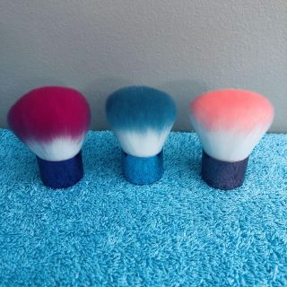 (( 3-Count. )) Brand-New. // Never Been Used. Colorful Makeup Powder Brushes.