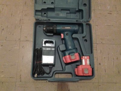 3/8 MAKITA DRILL -w/ 2 Batteries and Charger