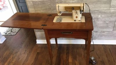 Singer sewing machine with wood table