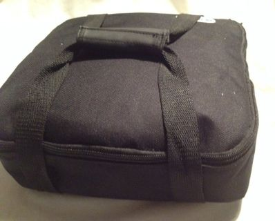 Ovenex pie and food carrier Hot or Cold Insulated with hot cold pack carry handle