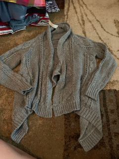 Cherokee S6/6x grey sweater - ppu (near old chemstrand & 29) or PU @ the Marcus Pointe Thrift Store (on W st)