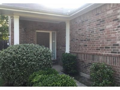 2 Bed 2.0 Bath Preforeclosure Property in Fort Worth, TX 76131 - Lazy Spur Blvd
