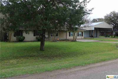 197 Live Oak Inez Four BR, Welcome home to this spacious home