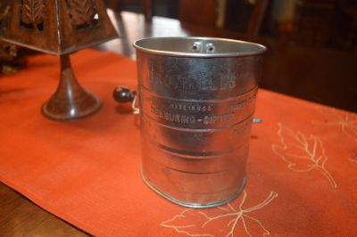 Vintage Bromwells 3 Cup Sifter