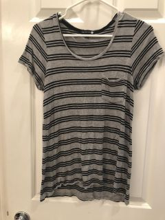 Teen Girl Soft & Stretchy Tee Hi Low Top! Great Condition! Says SM but more like Med.