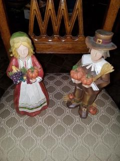 New / Wood / 2 Piece Pilgrim Figurine Set
