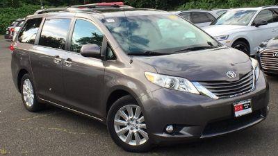2013 Toyota Sienna XLE 7-Passenger (Gray)