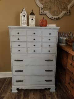 Weathered & distressed 5 drawer dresser chest