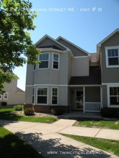 3 bedroom townhome with office and Yard!