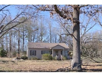 3 Bed 1 Bath Foreclosure Property in Orrum, NC 28369 - Wire Grass Rd