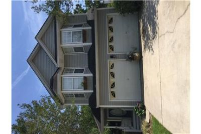 Close to beaches, MUSC & downtown shopping !!