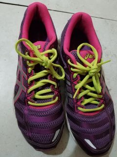 Asics woman trainer shoes size 91/2