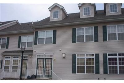 2 bedrooms Townhouse - Newer Townhome features eat-in kitchen with SS appl.