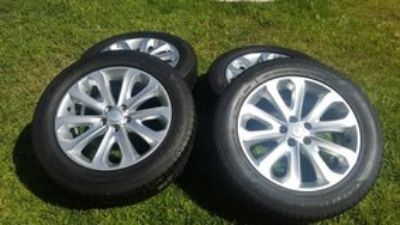 Land Range Rover HSE 20 inch OEM Rims + Goodyear Tires