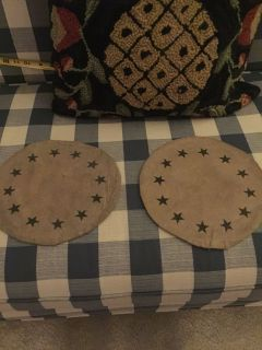 2 round table runners