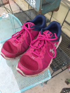 Under armour gym shoes 6.5Y