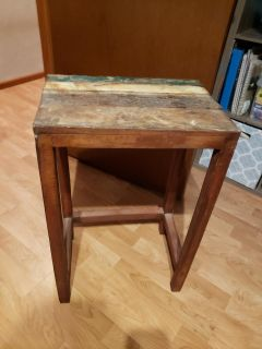 Adorable rustic top side table