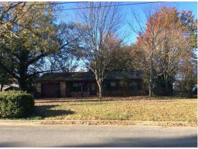 3 Bed 1.5 Bath Foreclosure Property in Decatur, AL 35601 - Runnymead Ave SW