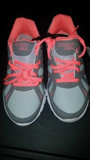 NWT girls size 1 DANSKIN NOW athletic sneakers