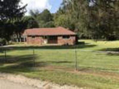 West Pea Ridge Three BR, One BA Brick Rancher