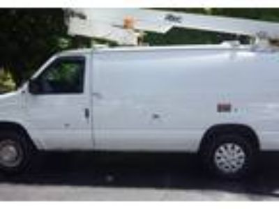 2003 Ford E350 Truck in Leland, NC
