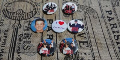 7 vintage new kids on the block buttons 5.00
