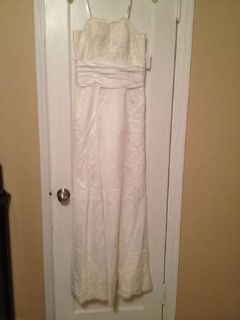 Beautiful Ivory Lace Wedding Gown Size 2