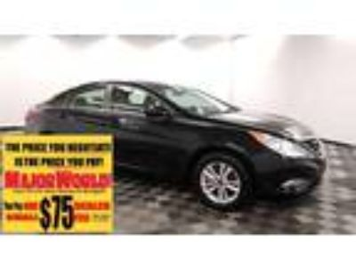2013 HYUNDAI Sonata with 9249 miles!
