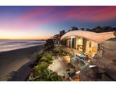 Truly a unique opportunity to stay at one of Laguna Beach's landmark propert...