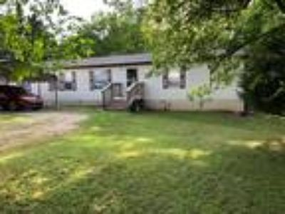 Beautiful Three BR Two BA 18 ft wide Solatire sitting on wooded 1 acre rented lo