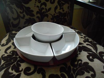 White Essential Chips & Dip Serving Tray