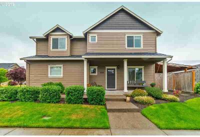 2042 Kennedy Dr Newberg, Beautiful Four BR in well-kept
