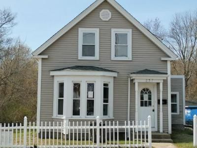 2 Bed 1 Bath Foreclosure Property in Holbrook, MA 02343 - Plymouth St